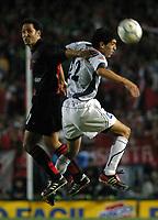 Fotball<br /> Independiente v Newells<br /> Torneo Clausura<br /> Buenos Aires<br /> 21. februar 2004<br /> Foto: Digitalsport<br /> Norway Only<br /> Vasquez, Newells, og Zurita, Independiente