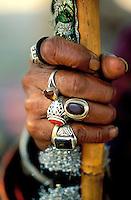 Pakistan - La fête des soufis - Province du Sind et du Balouchistan - Pélerinage soufi de Lahoot - Main d'un Soufi ornée de bague // Pakistan, Sind, sufi pilgrimage of Lahoot