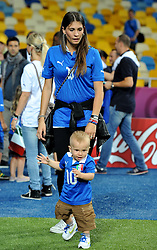24.06.2012, Olympia Stadion, Kiew, UKR, UEFA EURO 2012, England vs Italien, Viertelfinale, im Bild Carolina CASSANO con il figlio (Italia) // during the UEFA Euro 2012 Quarter Final Match between Enland and Italy at the Olympic Stadium, Kiev, Ukraine on 2012/06/24. EXPA Pictures © 2012, PhotoCredit: EXPA/ Insidefoto/ Alessandro Sabattini..***** ATTENTION - for AUT, SLO, CRO, SRB, SUI and SWE only *****