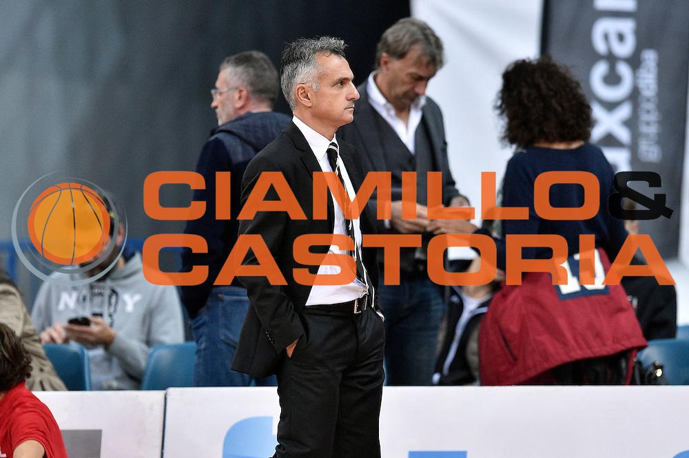 DESCRIZIONE : Pesaro Lega A 2015-16 Consultinvest Pesaro - Obiettivo Lavoro Bologna<br /> GIOCATORE : Giorgio Valli<br /> CATEGORIA : allenatore pregame before<br /> SQUADRA : Obiettivo Lavoro Bologna<br /> EVENTO : Campionato Lega A 2015-2016<br /> GARA : Consultinvest Pesaro - Obiettivo Lavoro Bologna<br /> DATA : 25/10/2015<br /> SPORT : Pallacanestro <br /> AUTORE : Agenzia Ciamillo-Castoria/GiulioCiamillo<br /> Galleria : Lega Basket A 2015-2016 <br /> Fotonotizia : Pesaro Lega A 2015-16 Consultinvest Pesaro - Obiettivo Lavoro Bologna<br /> Predefinita :
