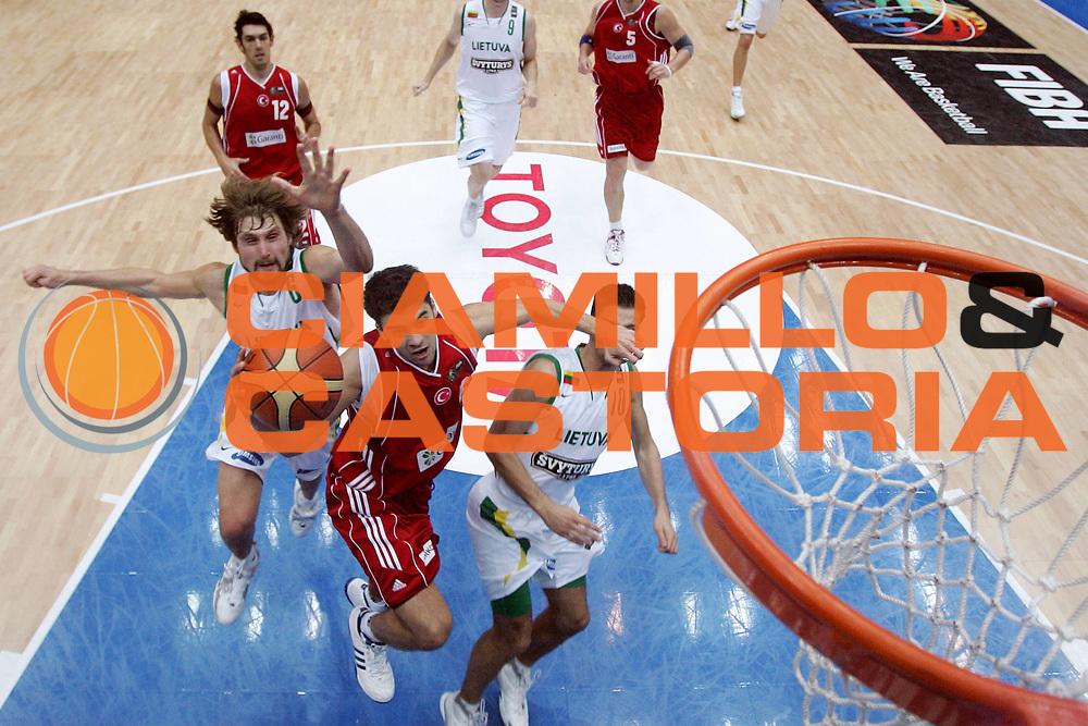 DESCRIZIONE : Saitama Giappone Japan Men World Championship 2006 Campionati Mondiali Lithuania-Turkey <br /> GIOCATORE : <br /> SQUADRA : Turkey <br /> EVENTO : Saitama Giappone Japan Men World Championship 2006 Campionato Mondiale Lithuania-Turkey <br /> GARA : Lithuania Turkey Lituania Turchia <br /> DATA : 31/08/2006 <br /> CATEGORIA : Special Sponsor Toyota <br /> SPORT : Pallacanestro <br /> AUTORE : Agenzia Ciamillo-Castoria/M.Ciamillo <br /> Galleria : Japan World Championship 2006<br /> Fotonotizia : Saitama Giappone Japan Men World Championship 2006 Campionati Mondiali Lithuania-Turkey <br /> Predefinita :