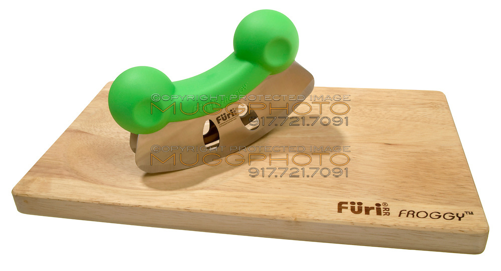furi mezza luna knife and cuttin board
