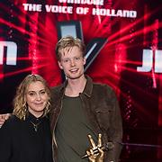NLD/Hilversum/20180216 - Finale The voice of Holland 2018, winnaar Jim van der Zee en coach Anouk Teeuwe