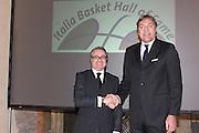 """BOLOGNA, 22/02/2009<br /> FEDERAZIONE ITALIANA PALLACANESTRO PREMIO <br /> PREMIO """"ITALIA BASKET HALL OF FAME""""<br /> NELLA FOTO VALENTINO RENZI DINO MENEGHIN"""