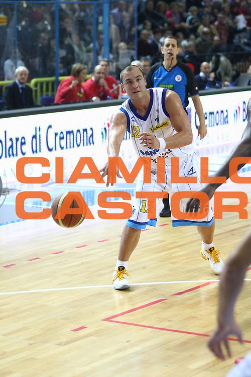 DESCRIZIONE : Cremona Lega A 2010-2011 Vanoli Braga Cremona Pepsi Caserta<br /> GIOCATORE : Marko Milic<br /> SQUADRA : Vanoli Braga Cremona<br /> EVENTO : Campionato Lega A 2010-2011<br /> GARA : Vanoli Braga Cremona Pepsi Caserta<br /> DATA : 04/12/2010<br /> CATEGORIA : Passaggio<br /> SPORT : Pallacanestro<br /> AUTORE : Agenzia Ciamillo-Castoria/F.Zovadelli<br /> GALLERIA : Lega Basket A 2010-2011<br /> FOTONOTIZIA : Cremona Campionato Italiano Lega A 2010-11 Vanoli Braga Cremona Pepsi Caserta<br /> PREDEFINITA :