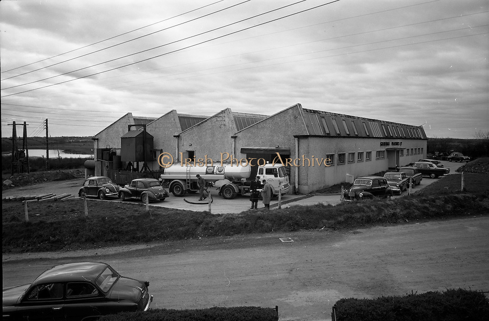 06-10/04/1964.04/06-10/1964.06-10 April 1964.Views on the River Shannon. The plant of General Plastics Ltd., at Carrick-on-Shannon where hundreds were employed on the production of electrical fittings and domestic appliiances. Co. Leitrim.