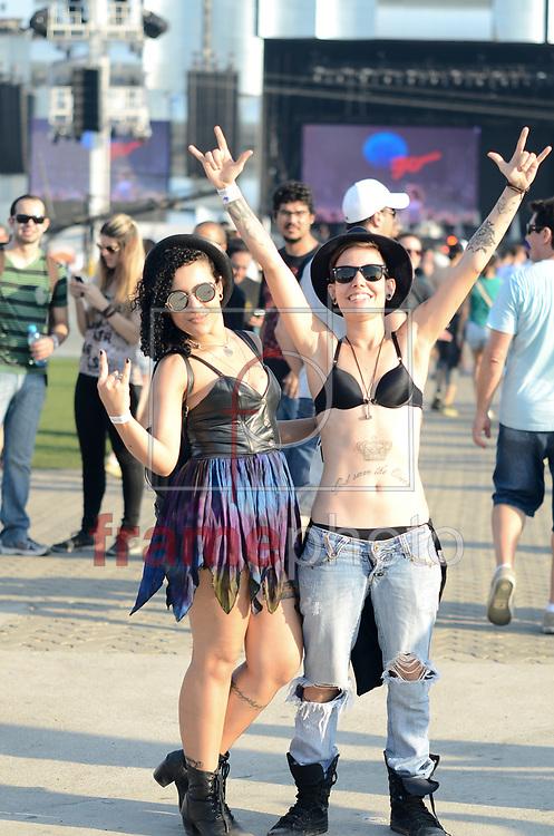 Rio de Janeiro, RJ – 19/09/2015 – Looks de populares no segundo dia de festival na Cidade do Rock, edicao de 30 Anos, no Rio de Janeiro. FOTO: ADRIANO ISHIBASHI/FRAME