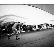 """Autor de la Obra: Aaron Sosa<br /> Título: """"Serie: Venezuela Cotidiana""""<br /> Lugar: Caracas - Venezuela<br /> Año de Creación: 2009<br /> Técnica: Captura digital en RAW impresa en papel 100% algodón Ilford Galeríe Prestige Silk 310gsm<br /> Medidas de la fotografía: 33,3 x 22,3 cms<br /> Medidas del soporte: 45 x 35 cms<br /> Observaciones: Cada obra esta debidamente firmada e identificada con """"grafito – material libre de acidez"""" en la parte posterior. Tanto en la fotografía como en el soporte. La fotografía se fijó al cartón con esquineros libres de ácido para así evitar usar algún pegamento contaminante.<br /> <br /> Precio: Consultar<br /> Envios a nivel nacional  e internacional."""
