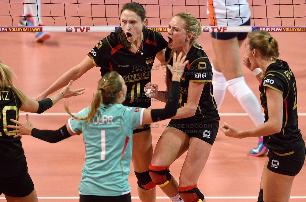 04-01-2016 TUR: European Olympic Qualification Tournament Nederland - Duitsland, Ankara <br /> De Nederlandse volleybalvrouwen hebben de eerste wedstrijd van het olympisch kwalificatietoernooi in Ankara niet kunnen winnen. Duitsland was met 3-2 te sterk (28-26, 22-25, 22-25, 25-20, 11-15) / Christiane Furst #11 of Germany, Margareta Anna Kozuch #14 of Germany