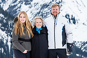 Fotosessie met de koninklijke familie in Lech /// Photoshoot with the Dutch royal family in Lech .<br /> <br /> Koning Willem Alexander, Prinses Amalia met  Prinses Beatrix   /////  King Willem Alexander, Princess Amalia with Princess Beatrix