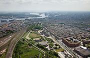 Nederland, Amsterdam, Westerpark, 25-05-2010. Groot overzicht Cultuurpark Westergasfabriek. In het midden de voormalige gashouder met daarnaast - de vijvers - de fundamenten van de vroegere andere gashouders. Langs het water de gebouwen, waaronder de voormalige Zuiveringshal. Het ernstige vervuilde terrein is inmiddels gesaneerd en vormt het nieuwe Westerpark. De voormalige fabrieksgebouwen hebben een culturele bestemming gekregen, het terrein wordt gebruikt voor manifestaties, tentoonstelling, expositie, cultuur, industrieel en cultureel erfgoed: cultuurpark. .Verder links Spaandammerbuurt, spoorlijn en emplacement, midden Haarlemmervaart, rechts Staatsliedenbuurt. Aan de horizon IJ, IJ-oevers met havens en Centraal Station.  .Grand overview Culturepark Westergasfabriek. In the middle one of the former gasometers with next to it - the ponds - the foundations of the other former gasometers. The buildings along the waterfront include the Zuiveringshal,  large hall for cleaning the gas. The seriously polluted site has been cleaned and forms the new Westerpark. The former industrial buildings have a cultural destination, the site is used for events, exhibitions, cultural manifestations: culture park..luchtfoto (toeslag), aerial photo (additional fee required).foto/photo Siebe Swart