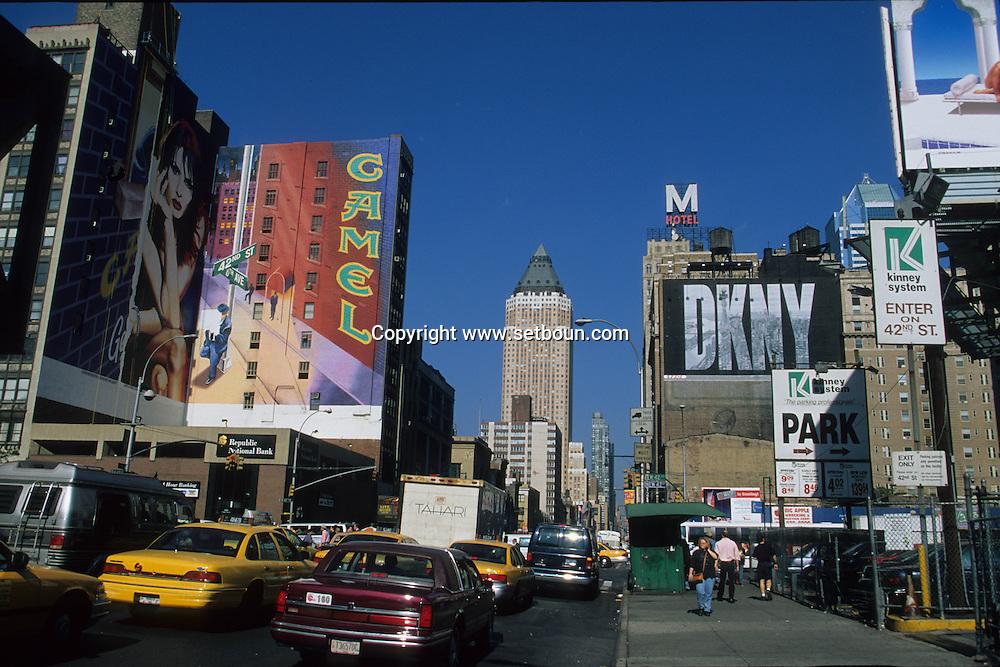 New York. times square. the new Times square area 8th avenue under renovation  New York  Usa   /  le  quartier de Times square  et la 8em avenue en mutation, renovation New York  USa