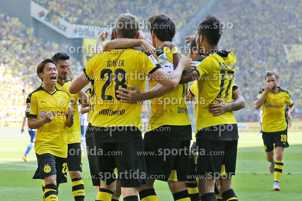 30.08.2015, Signal Iduna Park, Dortmund, GER, 1. FBL, Borussia Dortmund vs Hertha BSC, 3. Runde, im Bild vl: Shinji Kagawa (Borussia Dortmund #23), Matthias Ginter (Borussia Dortmund #28), Torschuetze Kapitaen Mats Hummels (Borussia Dortmund #15) und Pierre-Emerick Aubameyang (Borussia Dortmund #17) beim Torjubel nach dem Treffer zum 1:0 // during the German Bundesliga 3rd round match between Borussia Dortmund and Hertha BSC at the Signal Iduna Park in Dortmund, Germany on 2015/08/30. EXPA Pictures &copy; 2015, PhotoCredit: EXPA/ Eibner-Pressefoto/ Schueler<br /> <br /> *****ATTENTION - OUT of GER*****