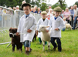 © Licensed to London News Pictures. 26/07/2016. Kirkbymoorside, UK.  Young handlers show their sheep in the pet lamb classes at Ryedale Show, North Yorkshire.  Photo credit: Anna Gowthorpe/LNP
