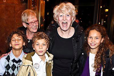 NLD/Amsterdam/20081218 - Premiere Wereldkerstcircus 2008, Adele Bloemendaal met haar kleinkinderen Amber Linn, Tim en Jesse