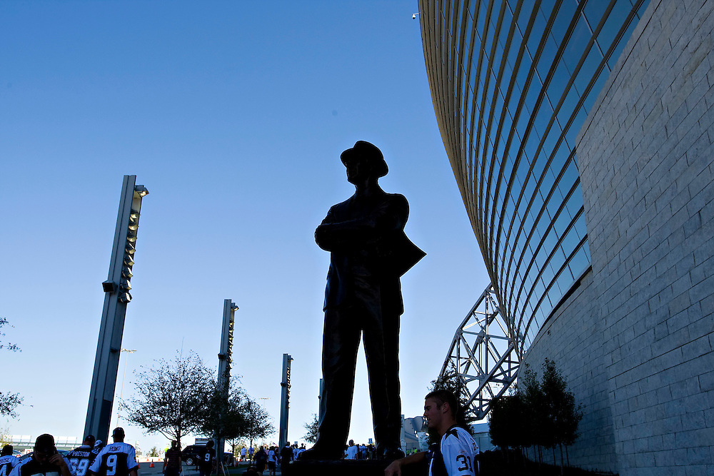 ARLINGTON, TX - SEPTEMBER 28:   Statue of Tom Laundry outside Cowboys Stadium before a game between the Dallas Cowboys and the Carolina Panthers on September 28, 2009 in Arlington, Texas.  The Cowboys defeated the Panthers 21-7.  (Photo by Wesley Hitt/Getty Images) *** Local Caption *** Tom Laundry