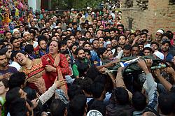 June 15, 2017 - Kulgam, India - Wife of a Slain policeman Shabir ah Dar wailing near his body during a funeral  at village Bogund  in Kulgam District. (Credit Image: © Muneeb Ul Islam/Pacific Press via ZUMA Wire)