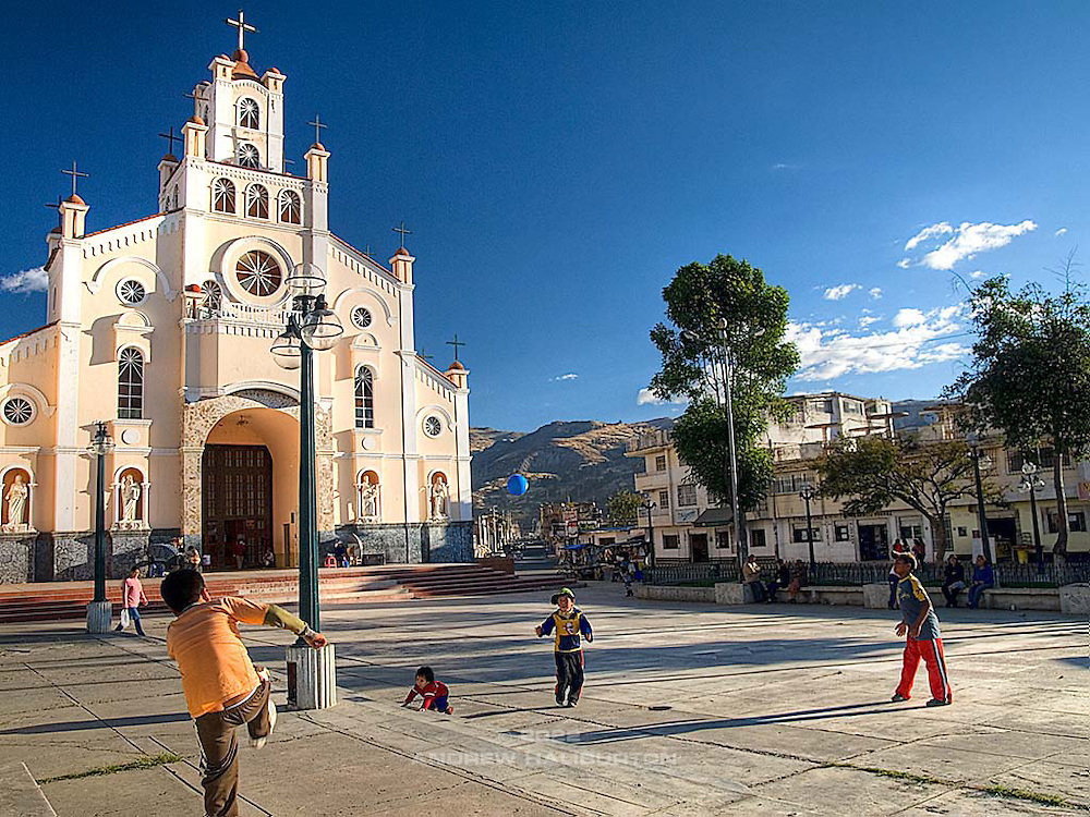 Kids play soccer in the church square.  Huaráz lies at an altitude of 3,052 m, approx. 420 km north of Lima.  It sits in the agriculturally important Callejón de Huaylas valley, at the foot of the Cordillera Blanca mountain range, which includes Huascarán, the highest mountain in Peru at 6,768 m.  On May 31, 1970 the Ancash earthquake destroyed much of Huaraz, killing 10,000 people.  Almost nothing was left of the old city with its narrow streets and big adobe casonas roofed with tiles.  The old narrow streets were widened as they had proved to be deathtraps during the earthquake.  Reconstruction of the city is a work in progress.
