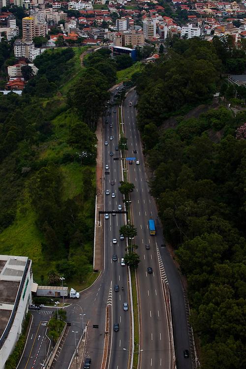 Belo Horizonte_MG, Brasil...Imagem aerea de Belo Horizonte, Minas Gerais. Na foto BR040...Aerial view of Belo Horizonte, Minas Gerais. In this photo BR040...Foto: BRUNO MAGALHAES / NITRO