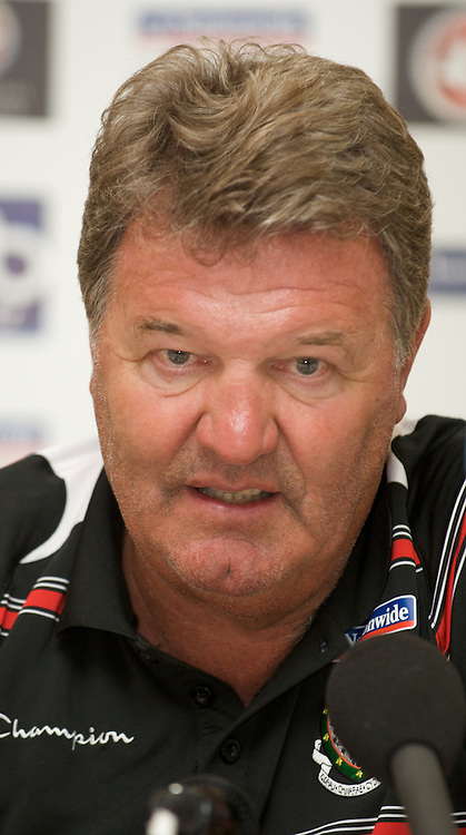 BAKU, AZERBAIJAN - Friday, June 5, 2009: Wales' manager John Toshack MBE during a press conference at the Hyatt Hotel ahead of the 2010 FIFA World Cup Qualifying Group 4 match against Azerbaijan. (Pic by David Rawcliffe/Propaganda)