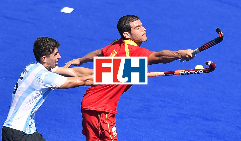 Argentina's Ignacio Ortiz (L) vies with Spain's Salvador Piera during the men's quarterfinal field hockey Spain vs Argentina match of the Rio 2016 Olympics Games at the Olympic Hockey Centre in Rio de Janeiro on August 14, 2016. / AFP / MANAN VATSYAYANA        (Photo credit should read MANAN VATSYAYANA/AFP/Getty Images)