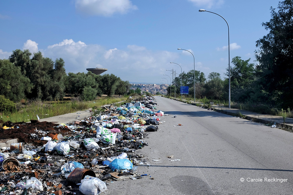 Rosarno in Calabria has about 15,000 inhabitants. It is one of the poorest areas in the whole of Italy. Unemployment is very high.<br /> <br /> Waste disposal is a problem everywhere in Calabria. Waste in the tent city has never been collected.