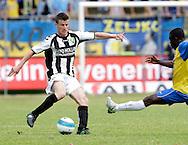 15-05-2008 Voetbal:RKC Waalwijk:ADO Den Haag:Waalwijk<br /> Richard Knopper ziet Obodai binnen vliegen<br /> Foto: Geert van Erven