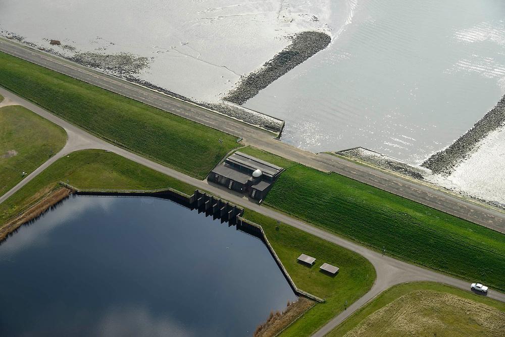 Nederland, Zeeland, Gemeente Reimerswaal, 01-04-2016; Bathse spuisluis en spuikanaal gezien naar de Westerschelde.<br /> <br /> luchtfoto (toeslag op standard tarieven);<br /> aerial photo (additional fee required);<br /> copyright foto/photo Siebe Swart