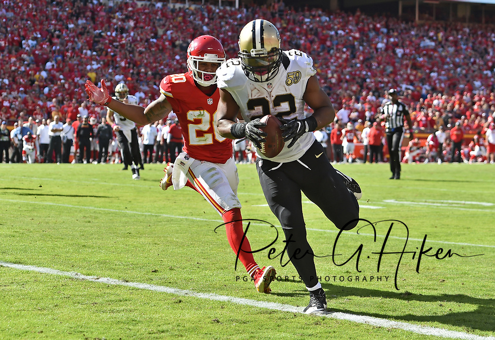 KANSAS CITY, MO - OCTOBER 23:  Running back Mark Ingram #22 of the New Orleans Saints rushes in for a touchdown against defensive back Steven Nelson #20 of the Kansas City Chiefs during the second half on October 23, 2016 at Arrowhead Stadium in Kansas City, Missouri.  (Photo by Peter Aiken/Getty Images) *** Local Caption *** Mark Ingram;Steven Nelson