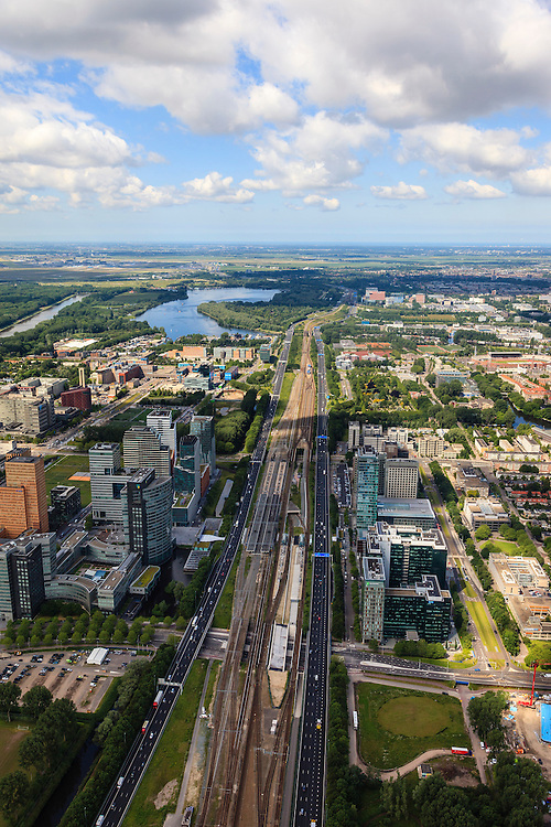 Nederland, Noord-Holland, Amsterdam, 14-06-2012; ZIcht op ring A10, de Zuidas en Prinses Irenebuurt, Foto in westelijke richting met Nieuwe Meer in de achtergrond, en Schiphol aan de verre horizon..View on financial district of Amsterdam in Western direction. The A10 ringroad runs between the high-rise offices.  Airport Schiphol on the horizon..luchtfoto (toeslag), aerial photo (additional fee required).foto/photo Siebe Swart