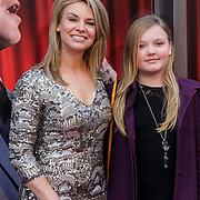 NLD/Amsterdam/20150208 - Herpremiere Sonneveld, Pernille la Lau en dochter Nuala