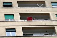 Roma 20  Marzo 2010.Manifestazione nazionale  del Pdl a sostegno dei candidati del centrodestra alle prossime Regionali. Un cartello esposto dai balconi di via Appia contro il corteo.Rome March 20, 2010.The PDL national demonstration in support of the center-right candidate in the forthcoming Regional.