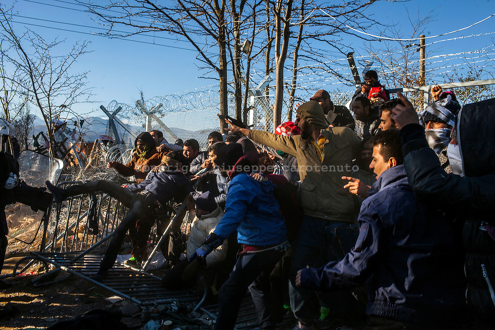 03 December 2015, Greece, Idomeni - Migrants and refugees wait to cross the Greek-Macedonian border near the village of Idomeni, Greece - Migrants and refugees clash with Greek police.