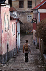CZECH REPUBLIC SOUTHERN BOHEMIA TABOR MAR00 - A backpackers walks down a cobblestone alleyway in the old part of Tabor, the medeival Hussite city in southern Bohemia.. . jre/Photo by Jiri Rezac. . © Jiri Rezac 2000. . Tel:   +44 (0) 7050 110 417. Email: info@jirirezac.com. Web:   www.jirirezac.com