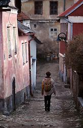 CZECH REPUBLIC SOUTHERN BOHEMIA TABOR MAR00 - A backpackers walks down a cobblestone alleyway in the old part of Tabor, the medeival Hussite city in southern Bohemia.. . jre/Photo by Jiri Rezac. . © Jiri Rezac 2000. . Tel:   +44 (0) 7050 110 417. Email: info@jirirezac.com. Web:   www.jirirezac.com