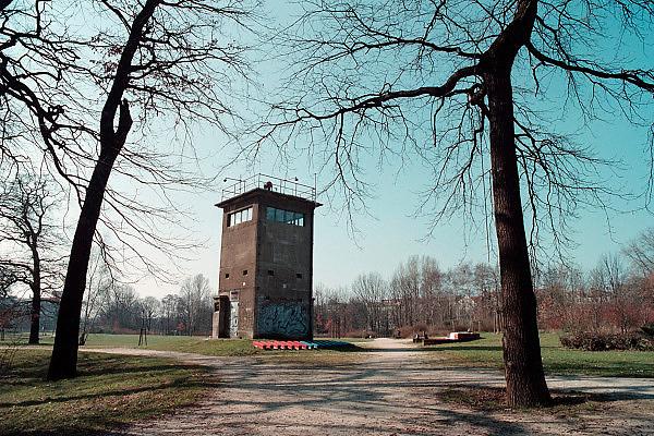 Duitsland, Berlijn, 19-8-2009Een wachttoren waar tot 1989 de muur stond.Na de val van de muur en de Duitse eenwordeing, hereniging,  is het een museumpje geworden. mauer museum, het museum van de muurFoto: Flip Franssen/Hollandse Hoogte