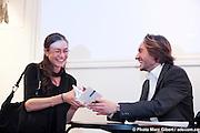 """Dédicace du livre de Philippe Régnoux """"NOUS TRACERONS DES HORIZONS"""" présenté par Dominique Smiley. -  Bistro de l'union Francaise / Montreal / Canada / 2011-04-27, Photo : © Marc Gibert/ adecom.ca"""