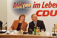 09.01.1999, Deutschland/K&ouml;nigswinter:<br /> Angela Merkel, CDU Generalsekret&auml;rin, und Wolfgang Sch&auml;uble, CDU Parteivorsitzender, zu Beginn der Klausurtagung des CDU-Bundesvorstandes, Arbeitnehmerzentrum, K&ouml;nigswinter<br /> IMAGE: 19990108-02/01-15<br /> KEYWORDS: Wolfgang Schaeuble