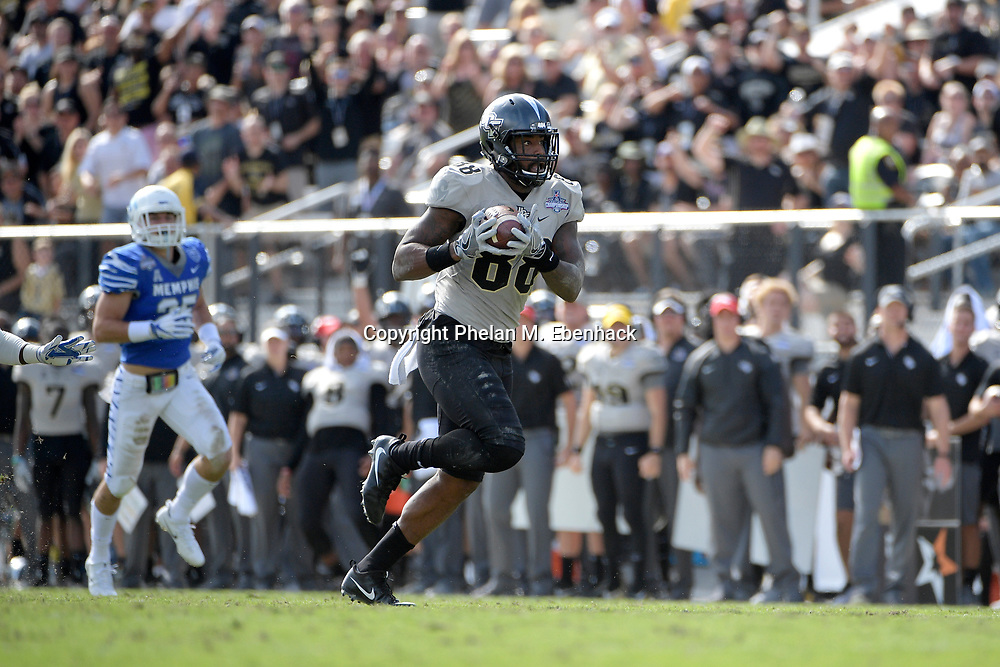 Central Florida tight end Jordan Akins (88) runs in for a touchdown after catching a pass in front of Memphis defensive back Austin Hall (25) during the first half of the American Athletic Conference championship NCAA college football game Saturday, Dec. 2, 2017, in Orlando, Fla. (Photo by Phelan M. Ebenhack)