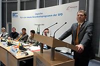 """08 NOV 2003, BERLIN/GERMANY:<br /> Olaf Scholz, SPD Generalsekretaer, haelt eine Rede, Diskussionsveranstaltung unter dem Motto """"Impulse. Fuer ein neues Grundsatzprogramm der SPD"""" zur Vorstellung eines Entwurfs fuer ein neues Grundsatzprogramm der SPD von SPD Bundestagsabgeordneten des Netzwerks, Friedrich-Ebert-Stiftung<br /> IMAGE: 20031107-01-006<br /> KEYWORDS: speech"""