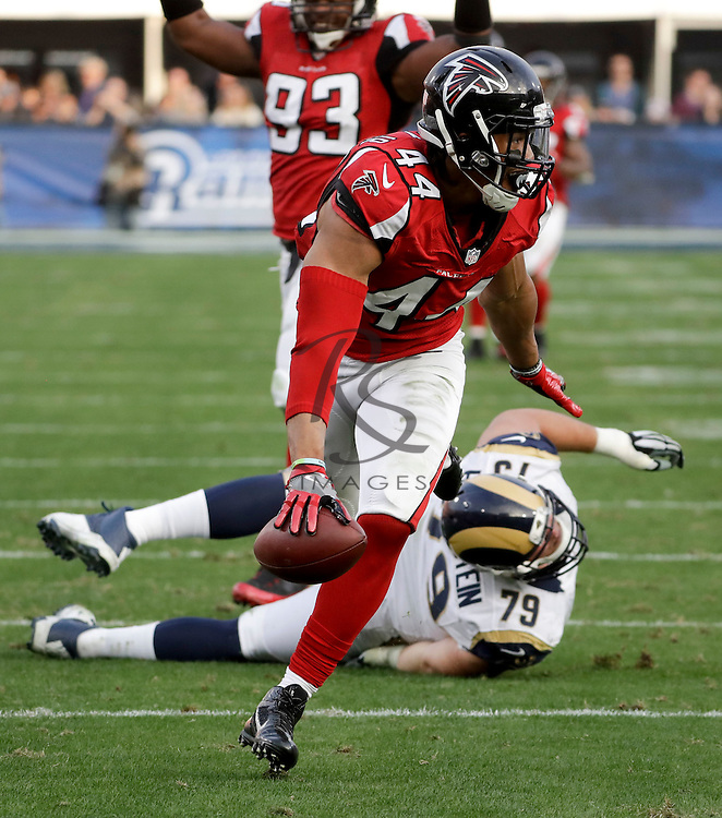 Atlanta Falcons outside linebacker Vic Beasley runs for a touchdown against the Los Angeles Rams during the second half of an NFL football game Sunday, Dec. 11, 2016, in Los Angeles. (AP Photo/Rick Scuteri)