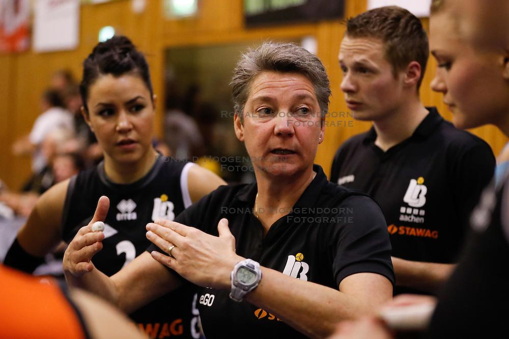 20161106 DUI: Bundesliga, Ladies in Black Aachen - MTV Allianz Stuttgart: Aachen<br />Saskia van Hintum, headcoach of Ladies in Black Aachen<br />©2016-FotoHoogendoorn.nl / Pim Waslander