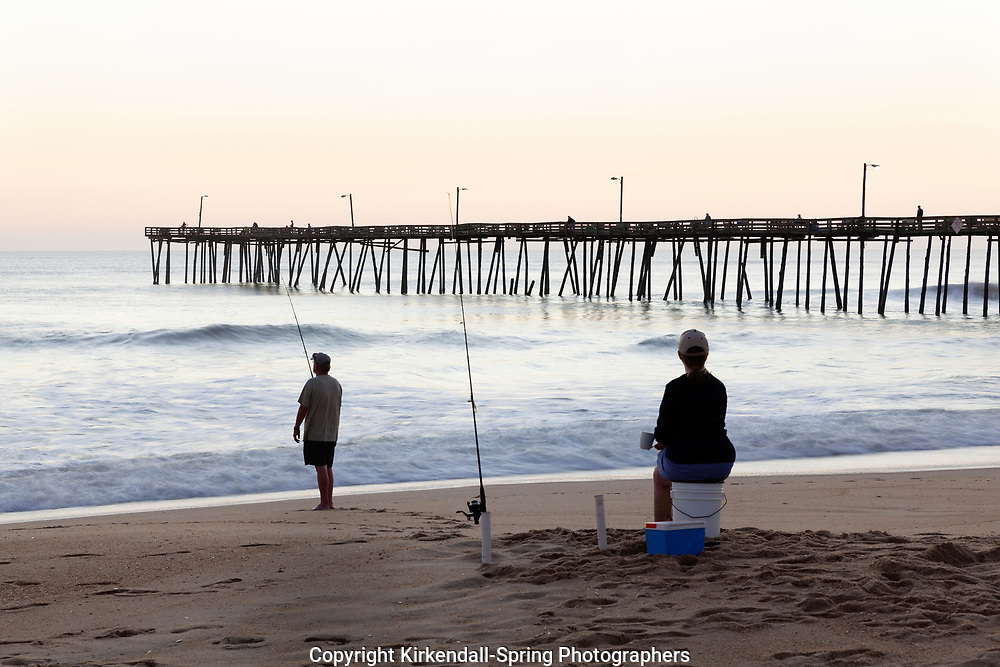 NC00769-00...NORTH CAROLINA - Surf fishing the Atlantic Ocean at nags head Pier on the Outer Banks.