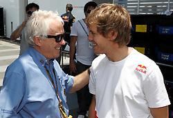 Motorsports / Formula 1: World Championship 2010, GP of Brazil, Charlie Whiting (FIA), 05 Sebastian Vettel (GER, Red Bull Racing),