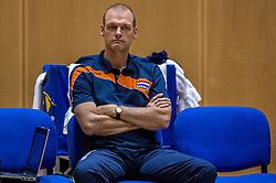 04-06-2016 NED: Nederland - Duitsland, Doetinchem<br /> Nederland speelt de tweede oefenwedstrijd in Doetinchem en verslaat Duitsland opnieuw met 3-1 / Fysio Rob Vesters