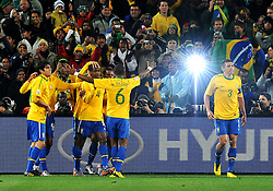 28.06.2010, Ellis Park Stadium, Johannesburg, RSA, FIFA WM 2010, Brazil (BRA) vs Chile.C (CHI), im Bild L'esultanza dei giocatori del Brasile per il gol dell'1-0 di Juan  .Brazil team players celebrate their teammate Juan 's 1-0 leading goal.. EXPA Pictures © 2010, PhotoCredit: EXPA/ InsideFoto/ Giorgio Perottino +++ for Austria and Slovenia only +++ / SPORTIDA PHOTO AGENCY