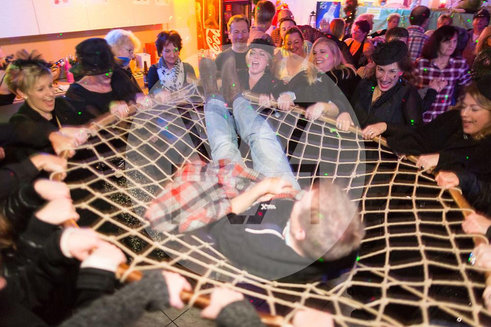 SCHWEIZ - MEISTERSCHWANDEN - Meitlitage 2018, hier wurde im Restaurant Löwen ein Mann gefangen und mit dem Grasbogen davongetragen - 11. Januar 2018 © Raphael Hünerfauth - http://huenerfauth.ch
