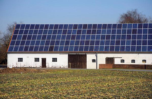 Nederland, Groesbeek, 9-3-2010Zonnepanelen op het dak van een boerderij.Foto: Flip Franssen/Hollandse Hoogte