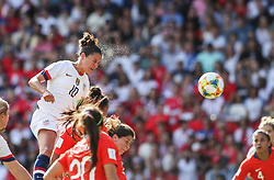 2019?6?17?.    ?????????——F??????????.    6?16?????????????????????????????.    ???????????2019??????????F??????????3?0??????.    ?????????..(SP)FRANCE-PARIS-SOCCER-FIFA WOMEN'S WORLD CUP-USA VS CHI.Carli Lloyd (up) of the United States takes a header for her second scoring during a Group F match between the united States and Chile at the 2019 FIFA Women's World Cup in Paris, France, June 16, 2019. The United States won 3-0. (Credit Image: © Xinhua via ZUMA Wire)