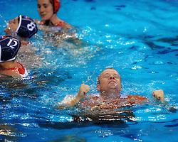 21-08-2008 WATERPOLO: OLYMPISCHE SPELEN USA-NEDERLAND: BEIJING <br /> Coach Robin van Galen - vriendschap<br /> ©2008-FotoHoogendoorn.nl